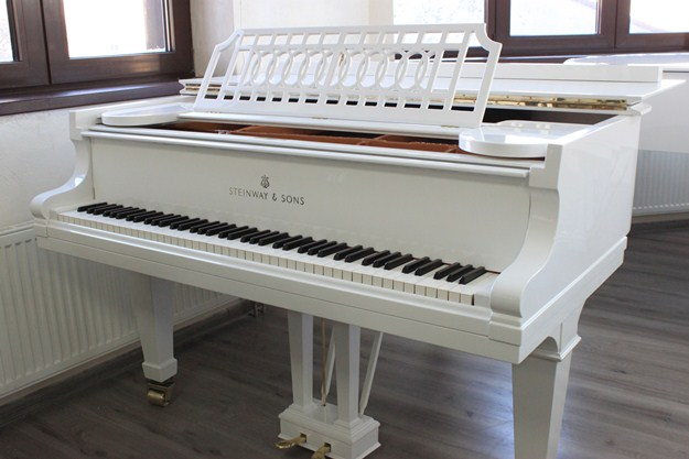 Steinway & Sons № 107777